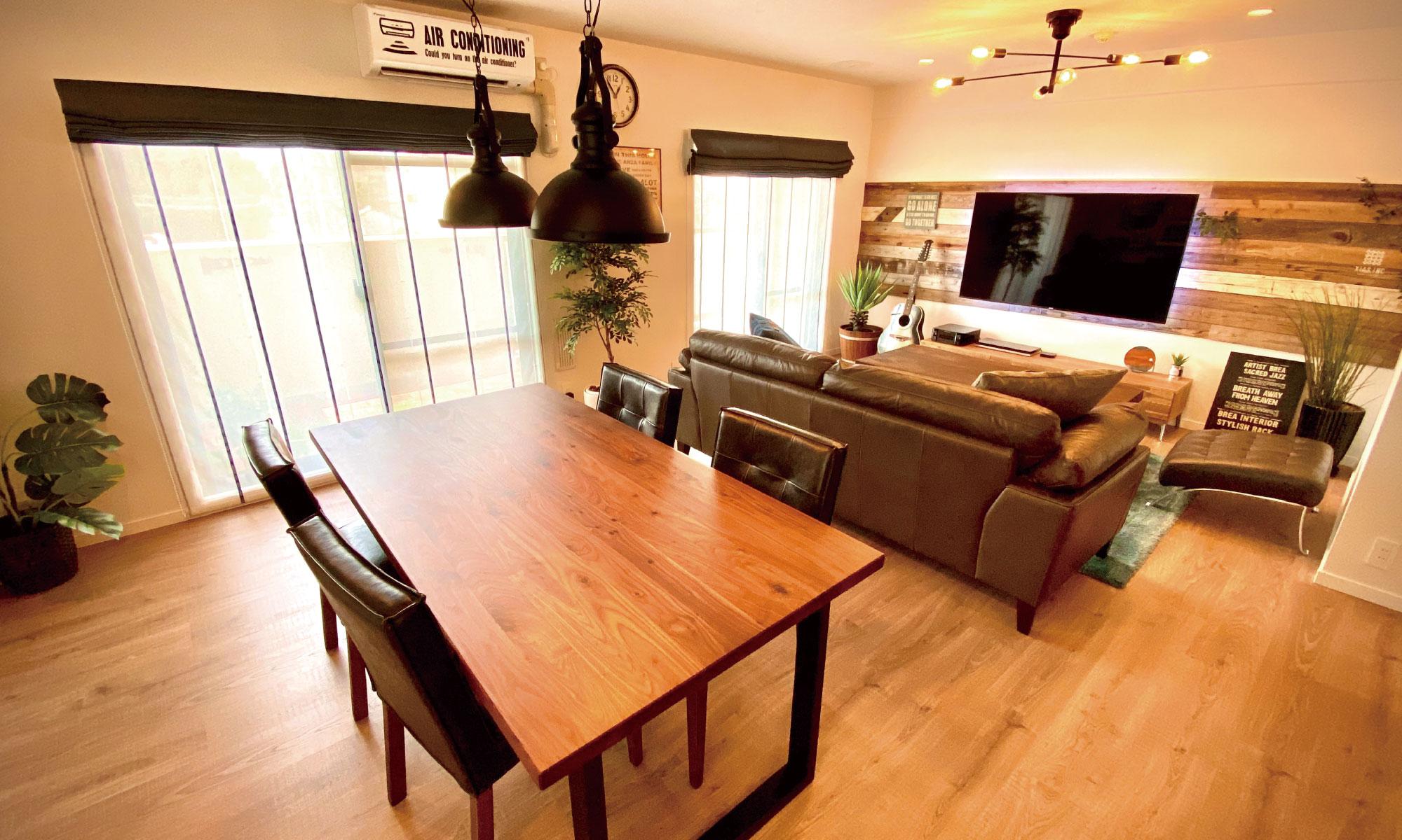 古材を上手く使ったウッディな空間。それはカフェのような家。